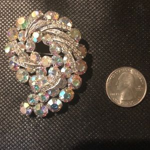 Vintage crystal rhinestone exquisite pin